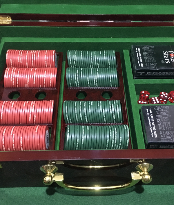 poker-table,-poker-chips-&-more-26005.png