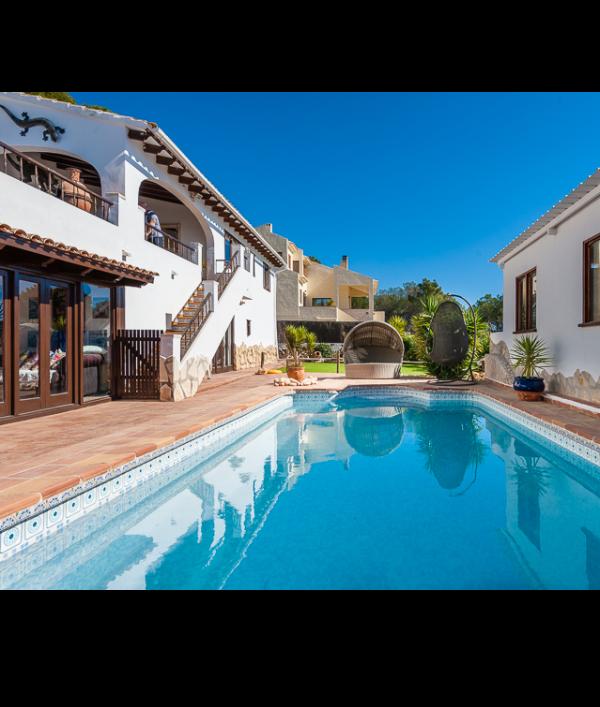 luxury-spanish-villa-&-car-73118.png