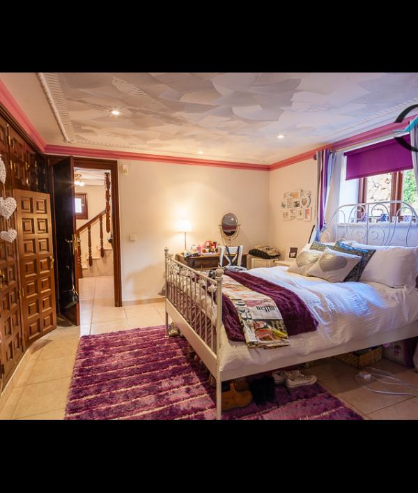 luxury-spanish-villa-&-car-73123.png