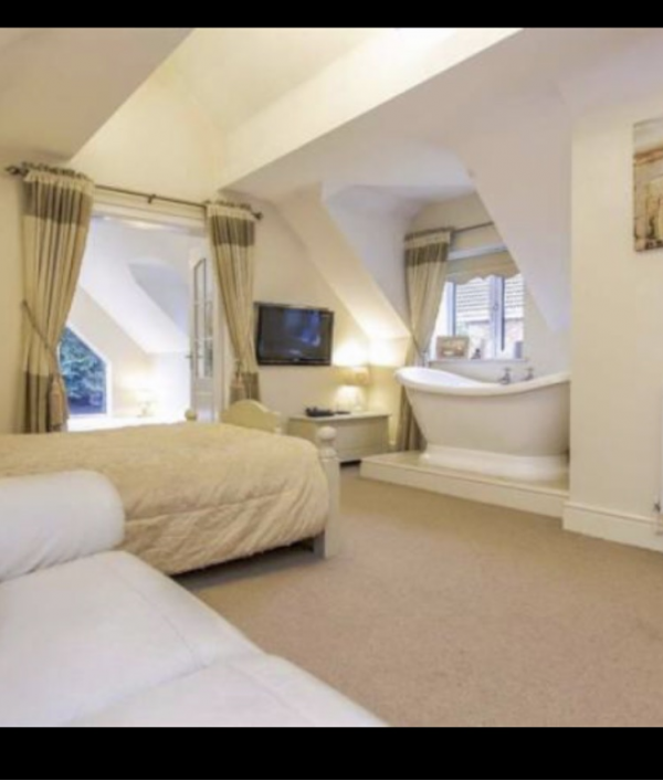 5-bed-detached-house-&-ferrari-105441.png