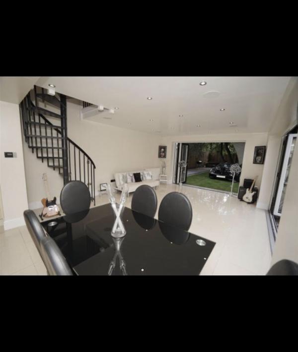 5-bed-detached-house-&-ferrari-105443.png