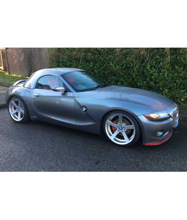 detached-house-and-bmw-z4-!!!-121349.png
