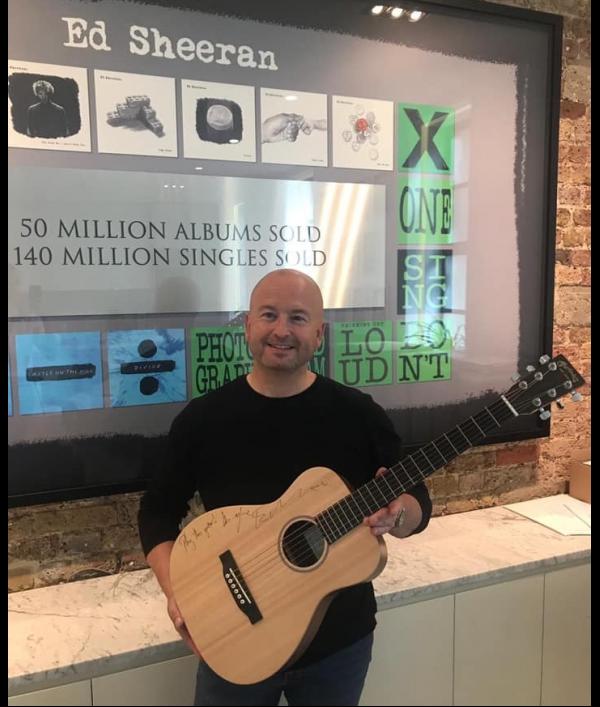 guitar-signed-by-ed-sheeran-152116.png