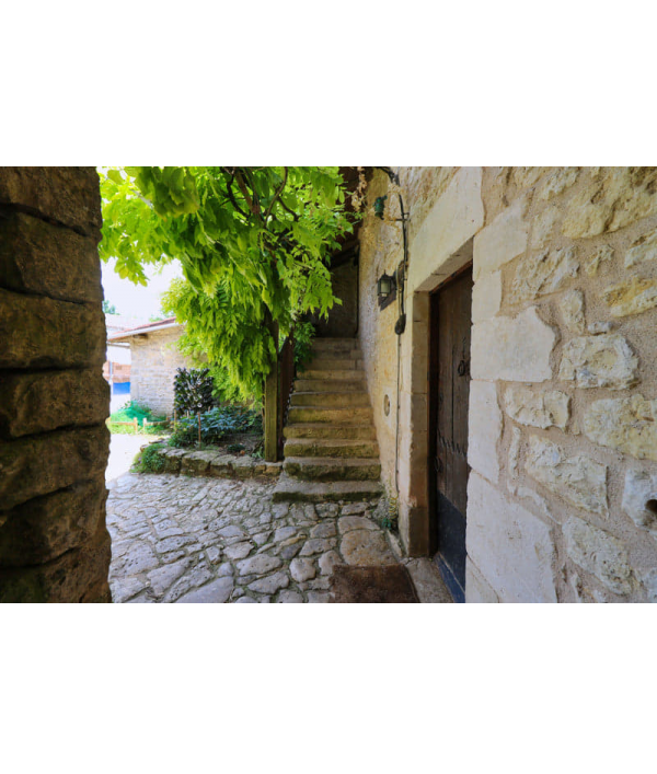 farmhouse-in-south-west-france-154160.png